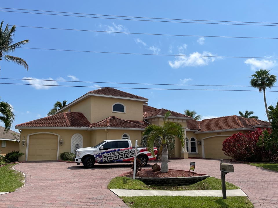 Cape Coral, FL - Tile roof repair. Flashing plywood and dead valley.