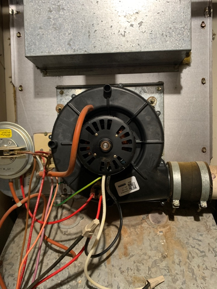 Replacement of draft inducer on a old RUUD deluxe 90 gas furnace.