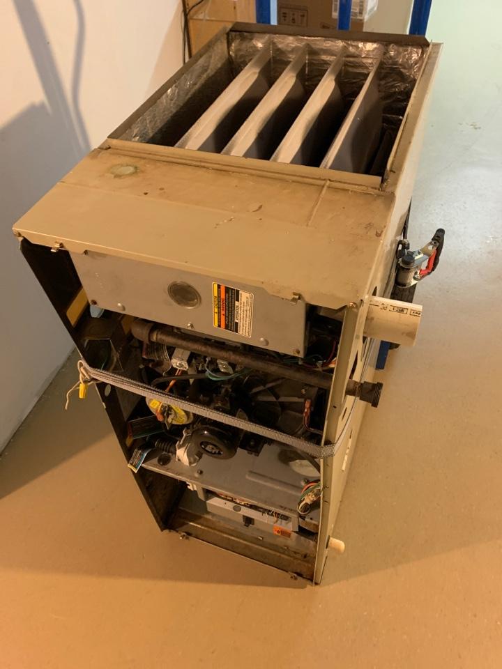 Battle Creek, MI - No heat service call. Carrier weatherMaker 9200 bad secondary heat exchanger.
