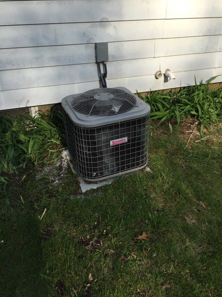 Springfield, MI - Preventive maintenance on a Arcoaire AC