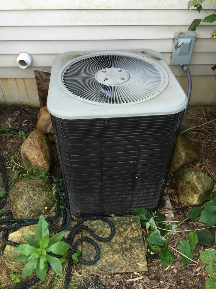 East Leroy, MI - Replaced Dual Run capacitor on this Lennox Central AC.