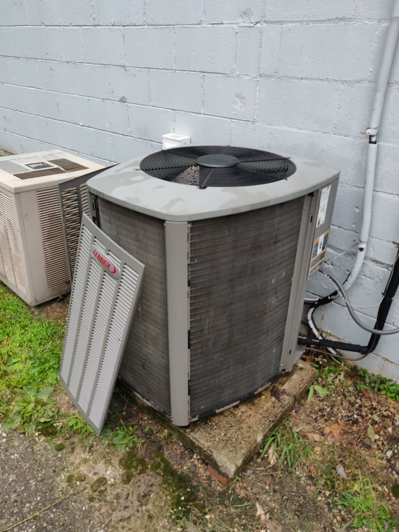 Battle Creek, MI - Cleaned condenser coils on a Lennox XC14-030