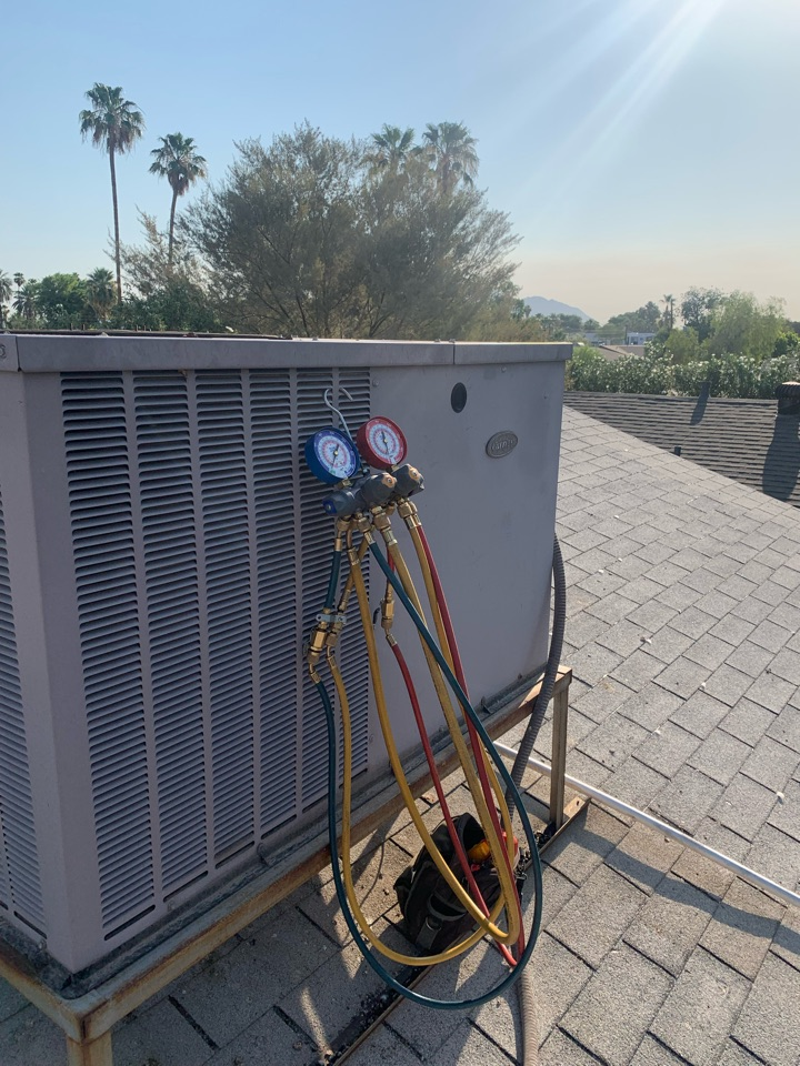 Phoenix, AZ - Servicing this Air Condition unit. The homeowner is moving, doing a check up to ensure everything is in good working condition.