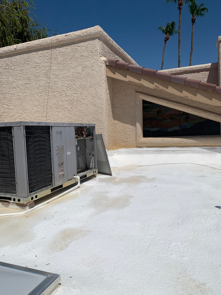 Scottsdale, AZ - Found burnt thermostat wire at rooftop.  Replaced thermostat wire and replaced low voltage fuse on Carrier package heat pump