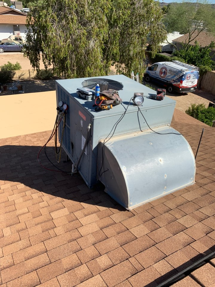 Glendale, AZ - Conducting inspection on 2 Goodman package air conditioners to make sure they will make it through the winter.