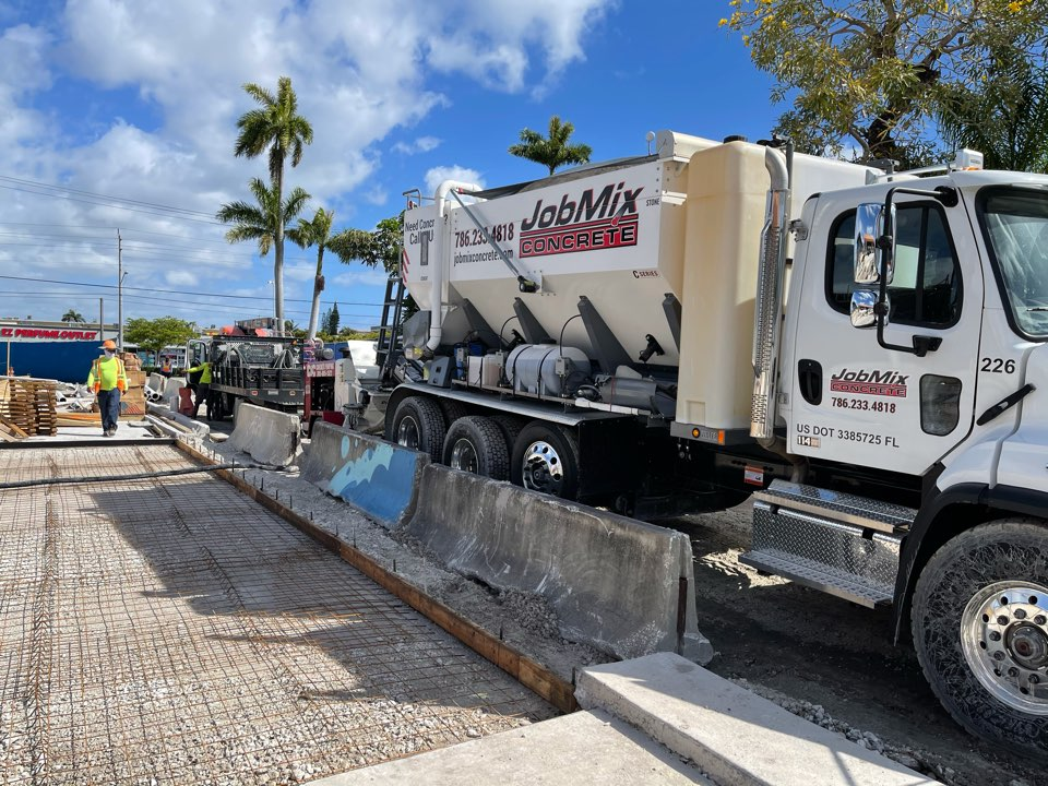 Hallandale Beach, FL - Oasis Job in Hallandale Beach.