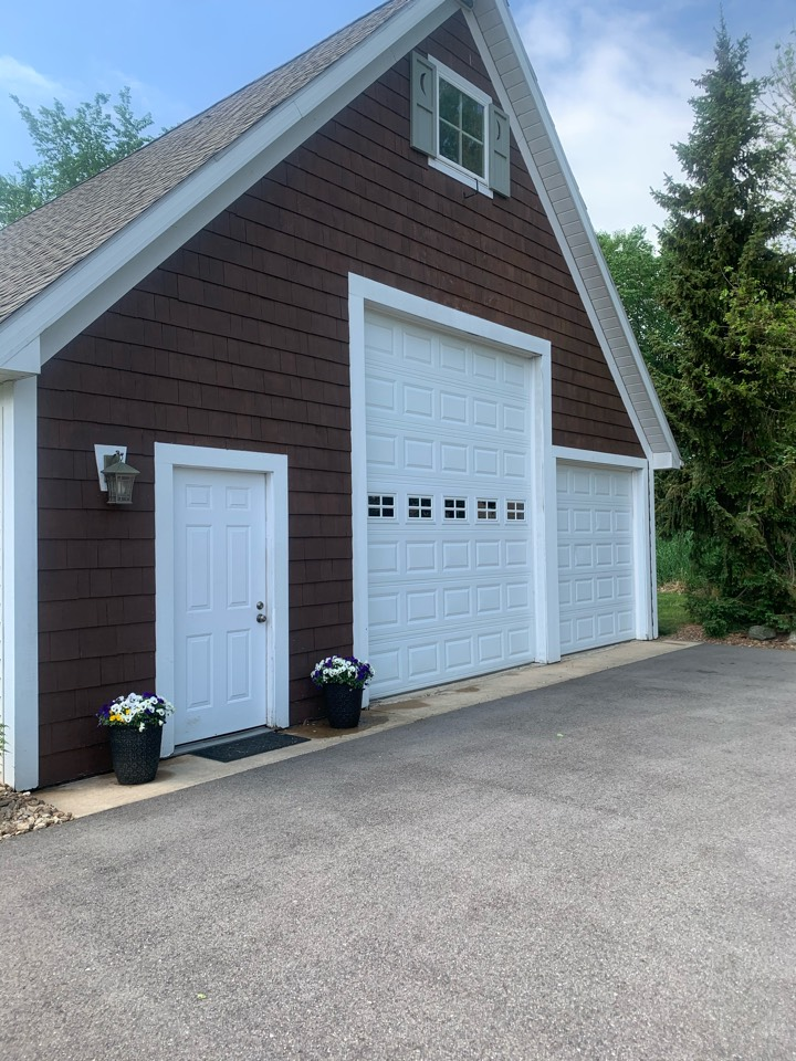 Caledonia, MI - Providing safe and effective pest control services to this house and pole barn.