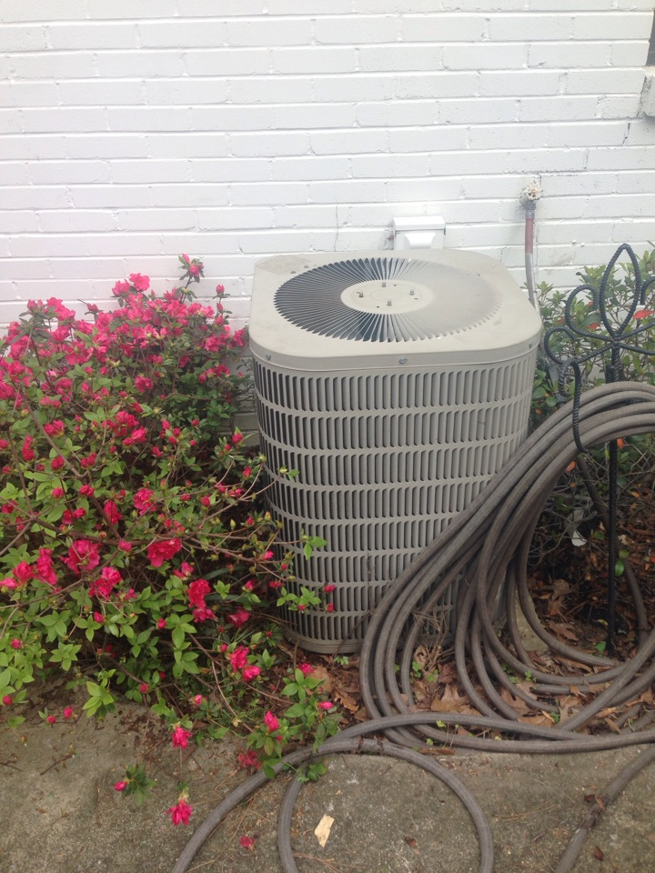 Vestavia Hills, AL - Vestavia customer had a bad capacitor on out door unit. Replaced part and system is back up and running.