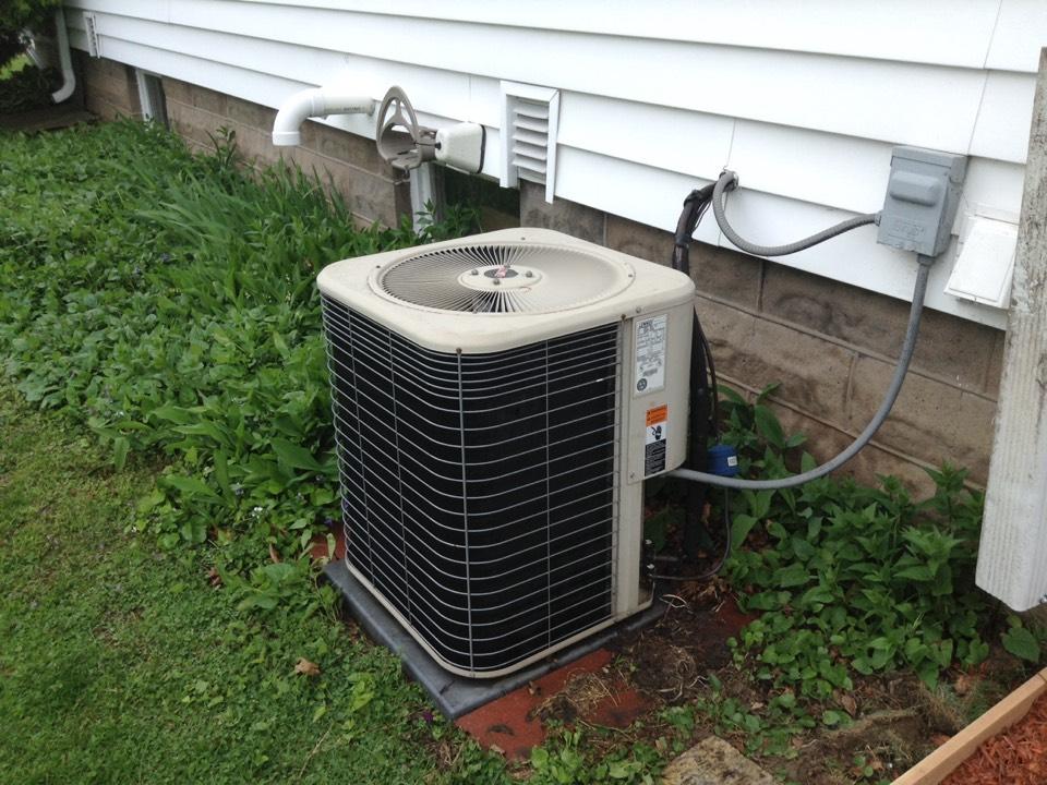 Prairie Du Sac, WI - Air conditioner maintenance on a Lennox