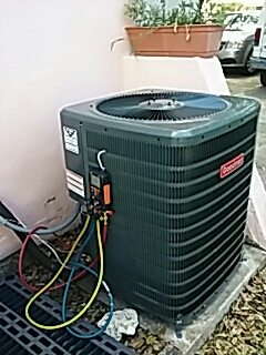 Largo, FL - Installing Goodman 2 & a Half Ton 14 Seer straight cool split system at 20 to 25 Nettie Drive Largo Florida