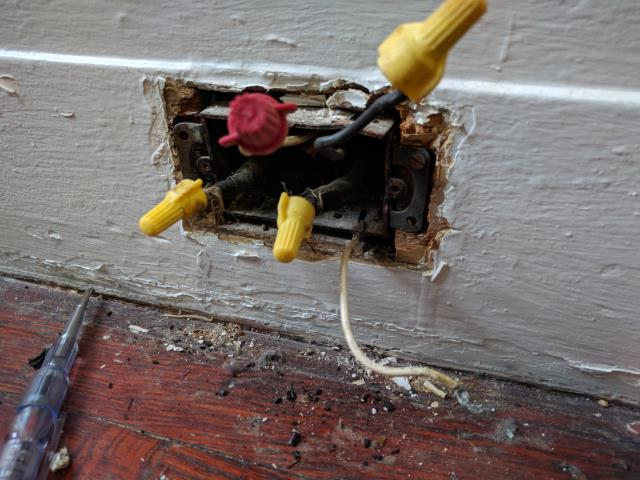 Corrected short circuit OLD CLOTH WIRING