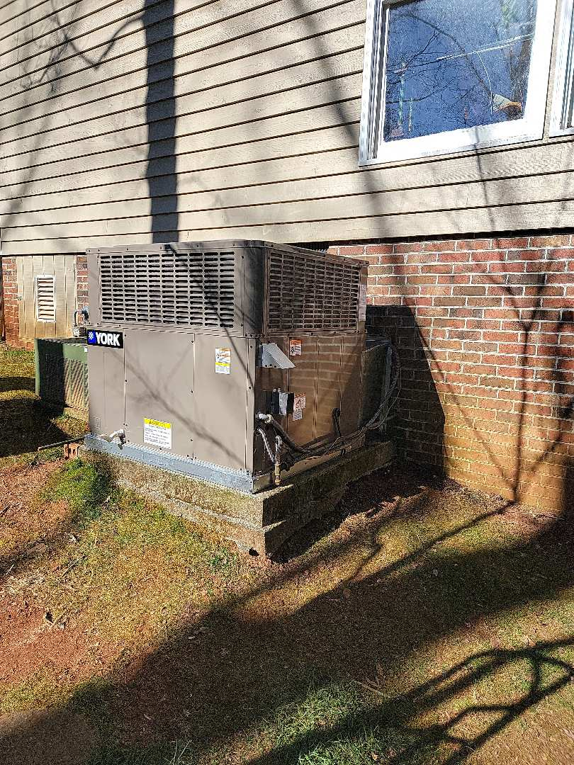 Greenville, SC - Installed 4 ton 16 seer two stage gas package unit with new enlarged returns