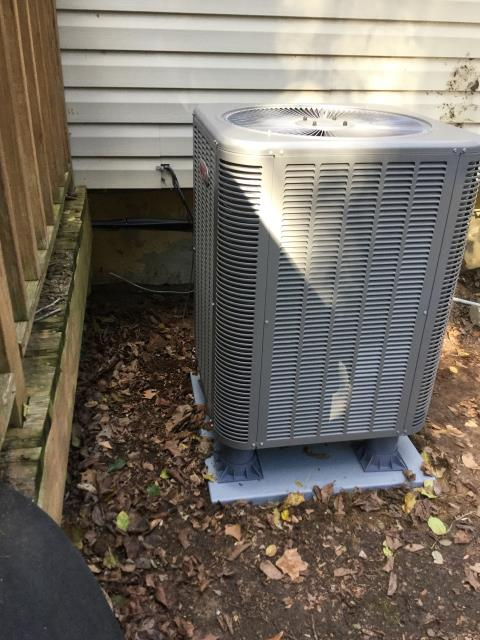 Upper Marlboro, MD - Working on a Lennox Heat Pump Replacement and Air Handler Replacement for a great family in Upper Marlboro, MD
