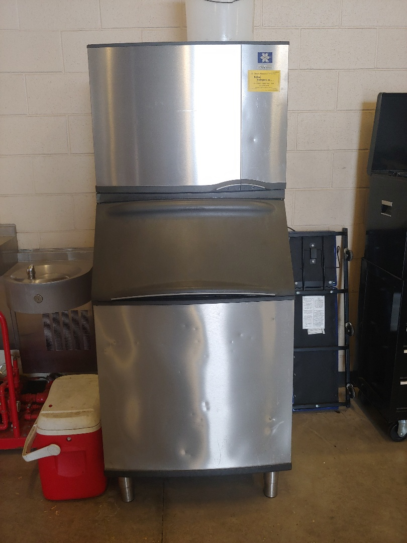 Pearland, TX - Maintence on Manitowoc ice machine.