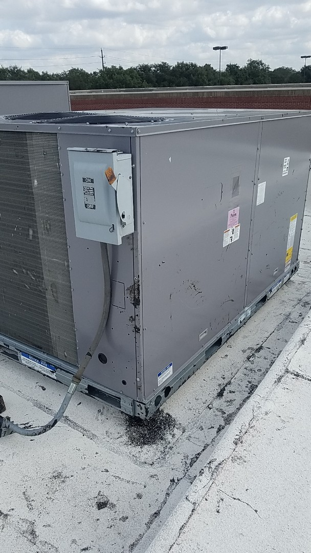 Sugar Land, TX - Service Carrier rooftop package unit