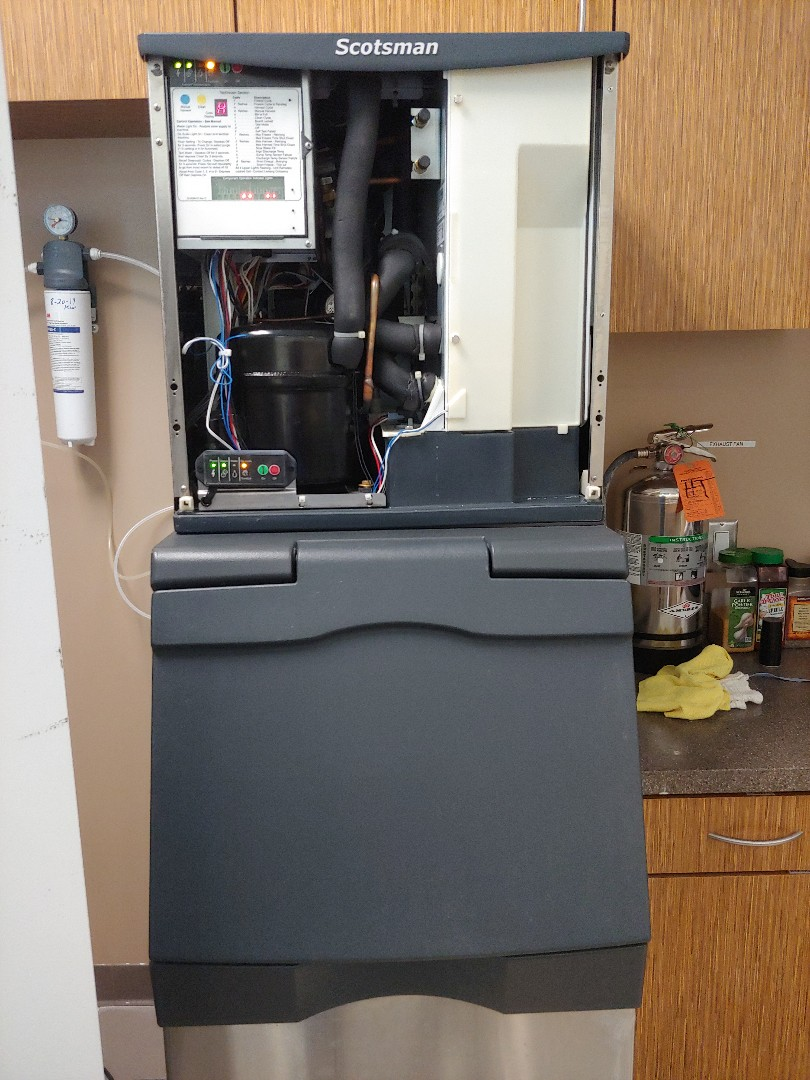 Pearland, TX - Maintenance on Scotsman Ice machine