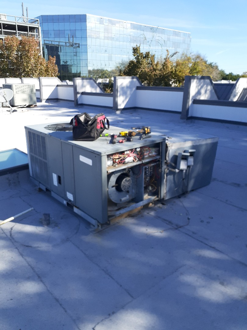 Houston, TX - Replace Daikin rooftop unit (RTU)
