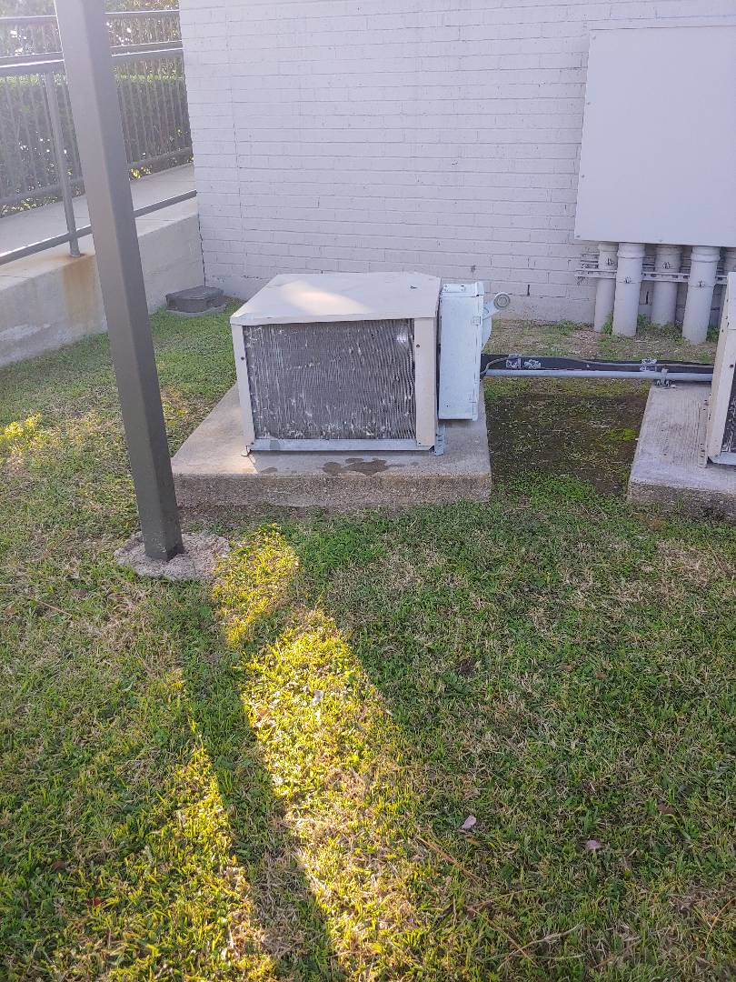 Houston, TX - Walk In freezer repair on Heat Craft cooler