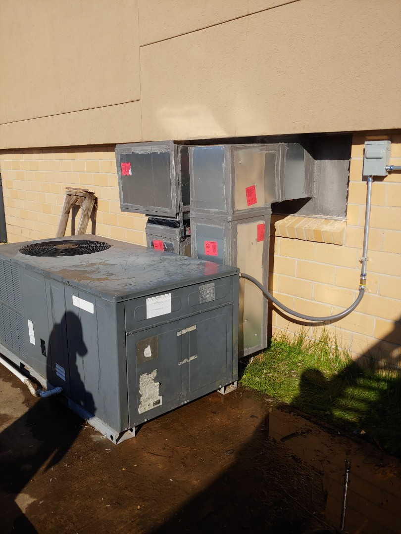 Pearland, TX - Installing new package unit