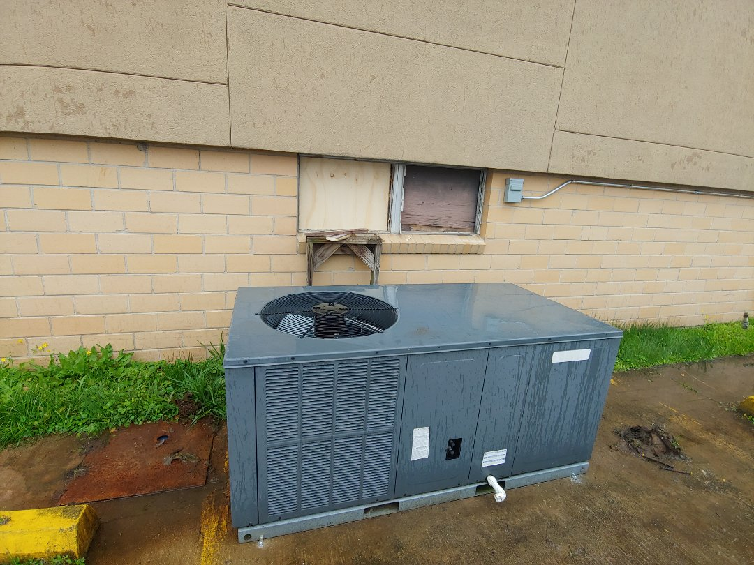 Pearland, TX - Installing new AC package unit