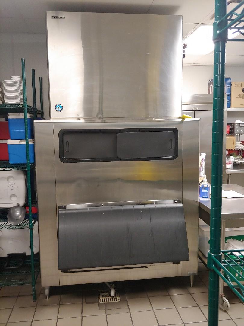Houston, TX - Refrigeration maintenance on Hoshizaki Ice machine and others