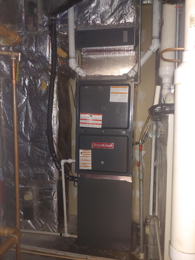Pearland, TX - Replaced 4 ton down flow Lennox system with a down flow Daikin system.