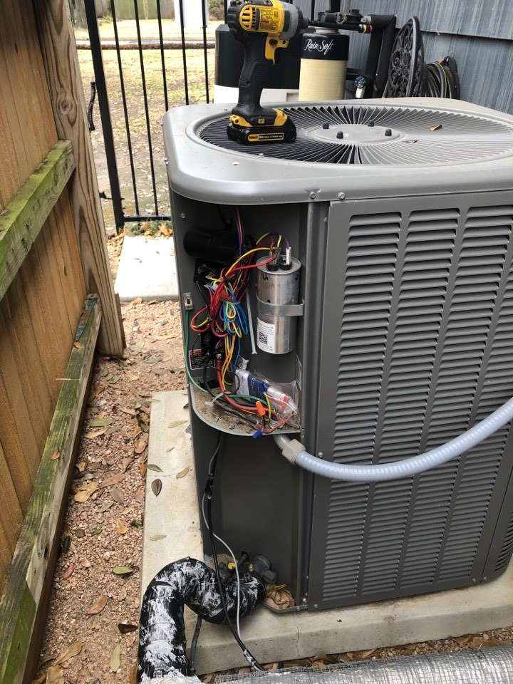 Houston, TX - Performed outdoor system repair for Lennox system