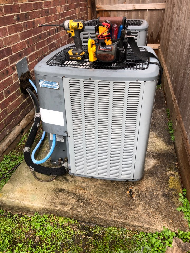Sugar Land, TX - Performed outdoor system fan motor replacement on Amana system