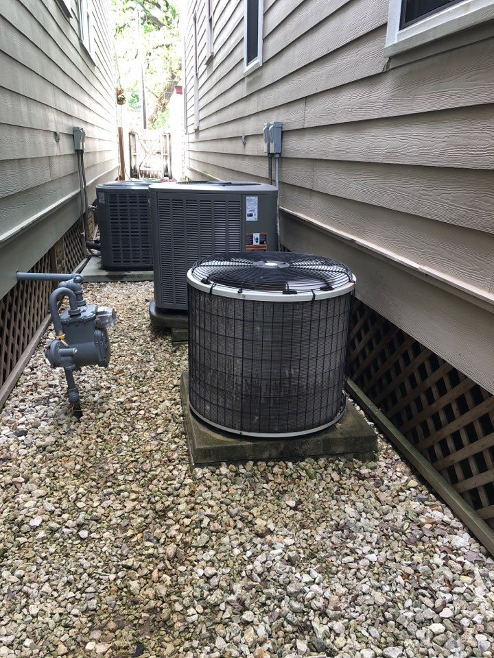 Houston, TX - Performed hvac maintenance for cooling on Lennox & Carrier systems