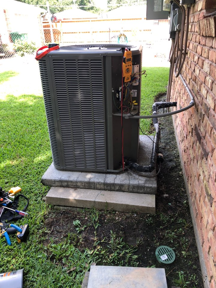 Houston, TX - Performed hvac maintenance for cooling on a Lennox system