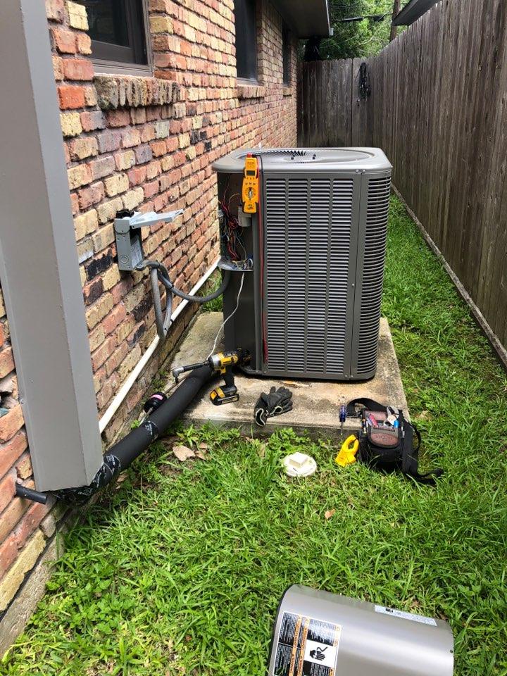 Houston, TX - Performed hvac maintenance for cooling on Lennox system