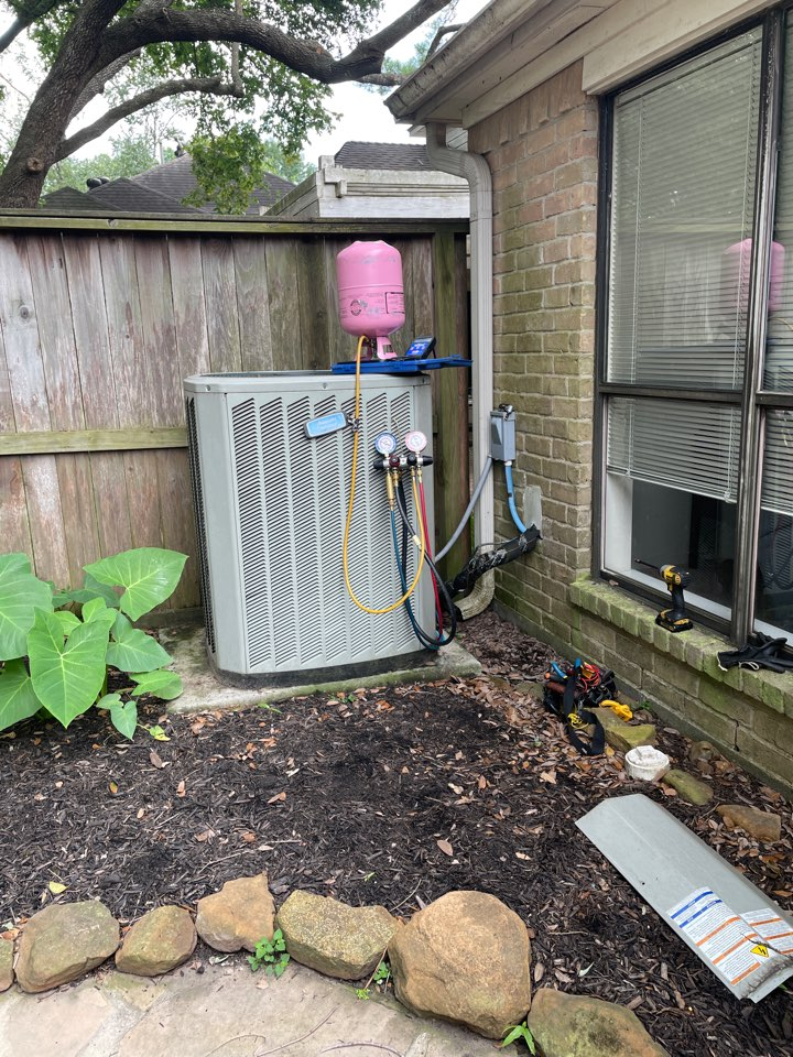 Houston, TX - Performed hvac maintenance for cooling on Trane system. Needed to top off refrigerant