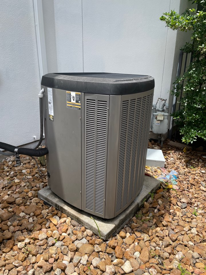 Sugar Land, TX - Performed hvac wire repair for a new client. Now our new client will have a cool home this Sunday afternoon