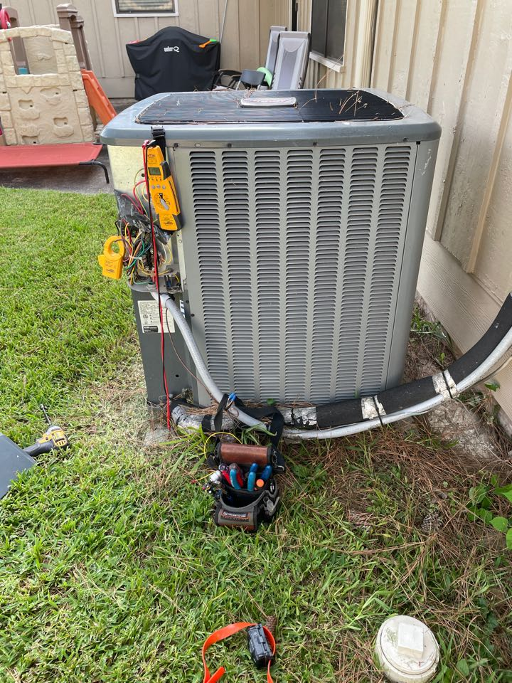 Houston, TX - Performed hvac repair on Amana system. Now our client will have a comfortable evening.
