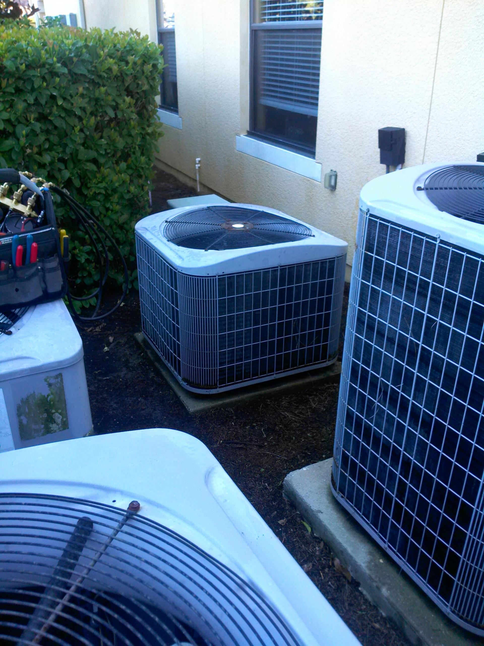 Ponte Vedra Beach, FL - Performed maintenance on Carrier heat pump system