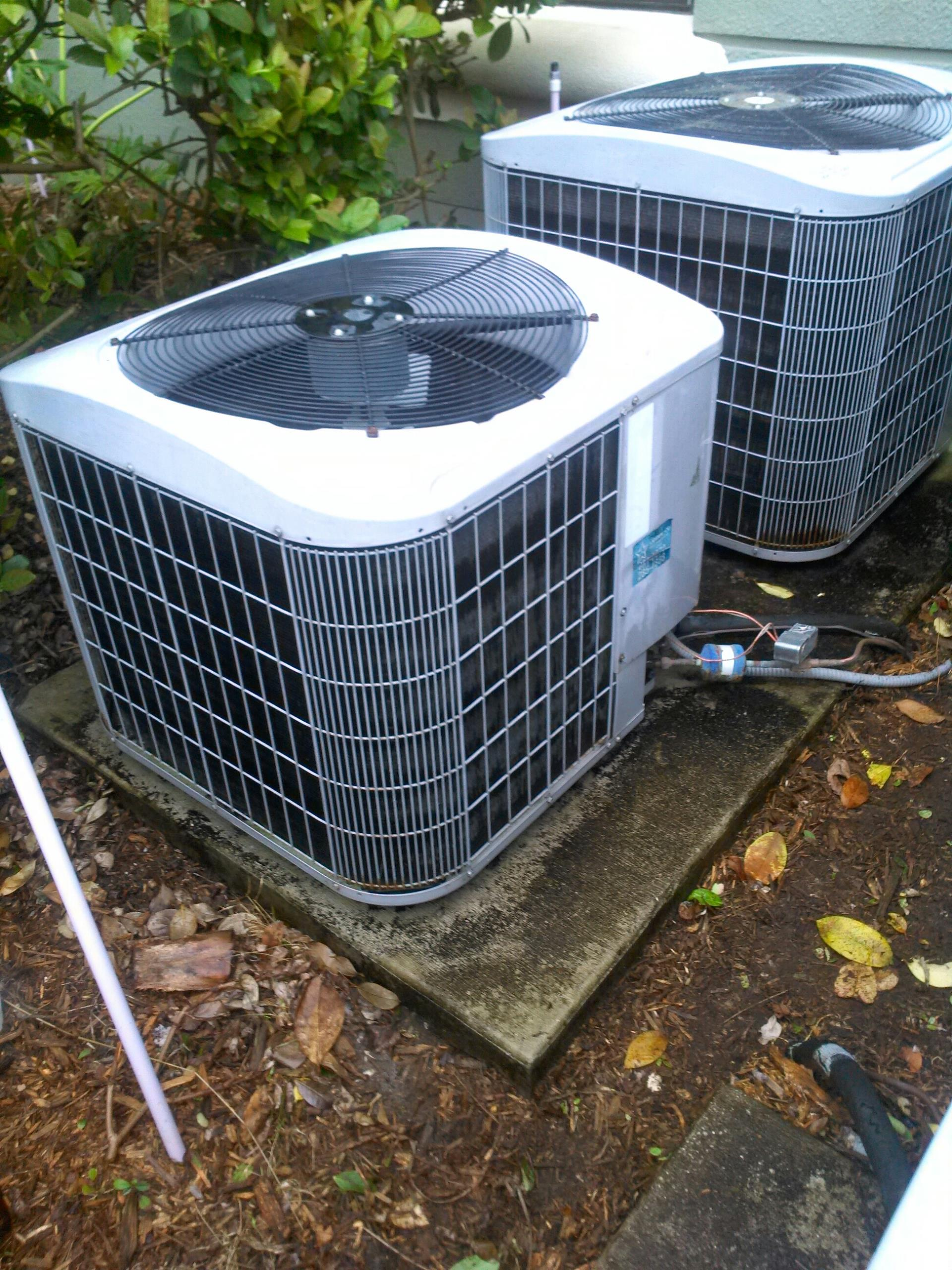 Ponte Vedra Beach, FL - Performed maintenance and repair on Carrier heat pump system