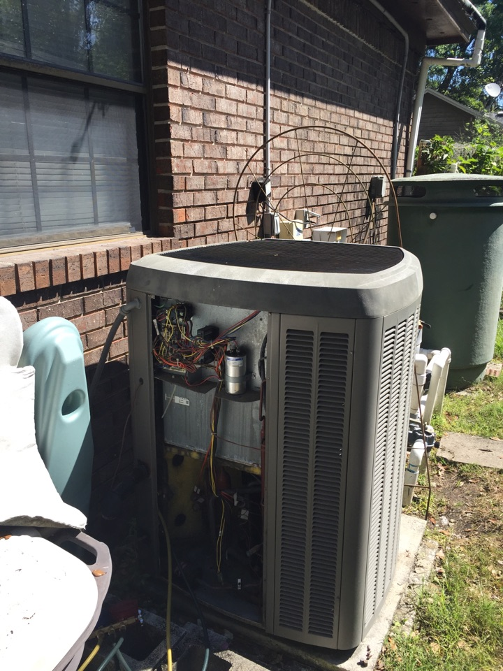 Orange Park, FL - Maintenance on Lennox  Xp