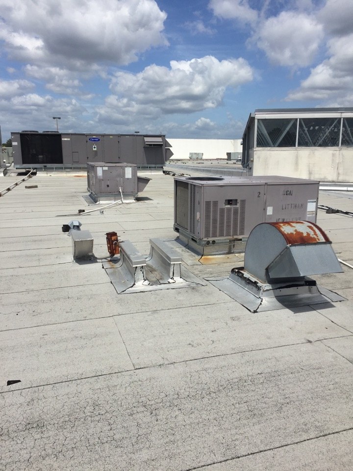 Orange Park, FL - Maintenance on two carrier roof top units