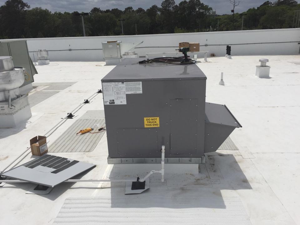 Ponte Vedra Beach, FL - Start up rooftop unit