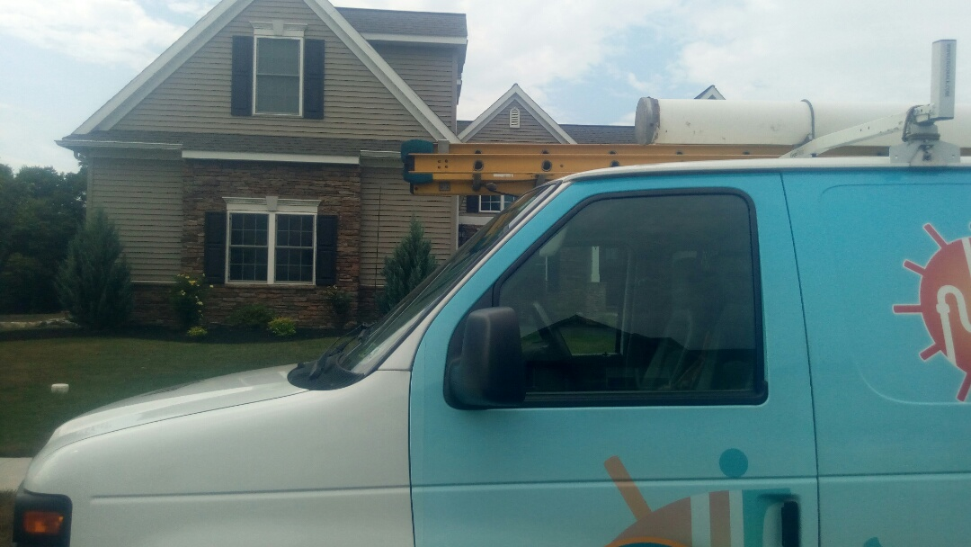Hummelstown, PA - Performing an inspection of a ductless mini split system.