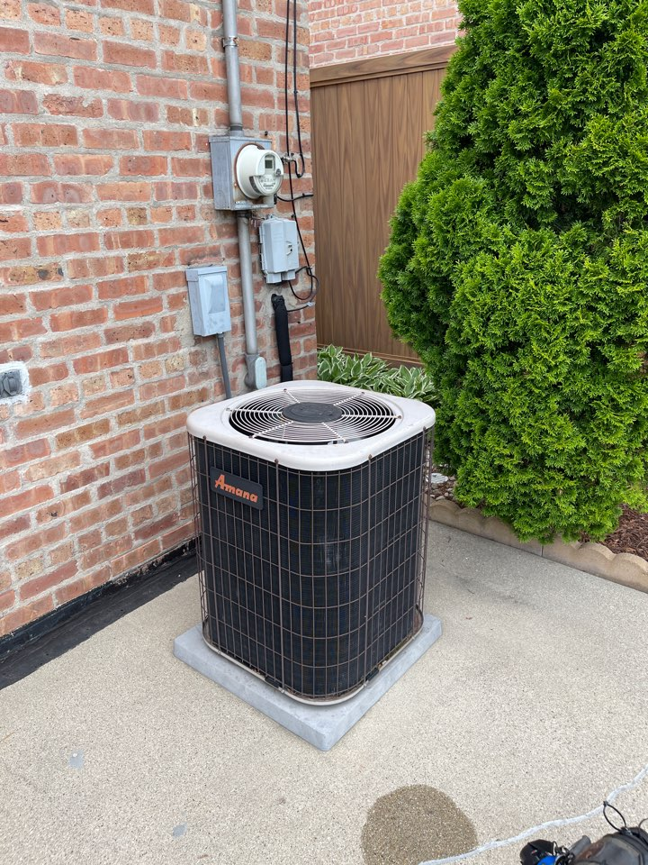 Chicago, IL - Ac not operating. Bad condenser motor.