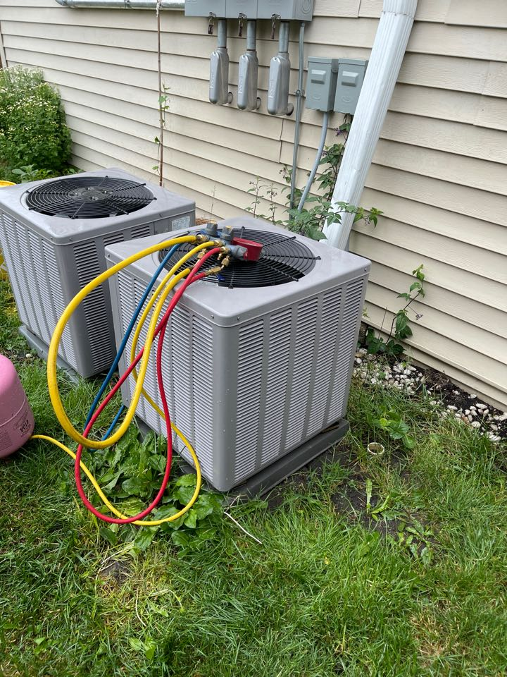 Chicago, IL - Ac unit not keeping up. Found condenser low on refrigerant and bad filter.