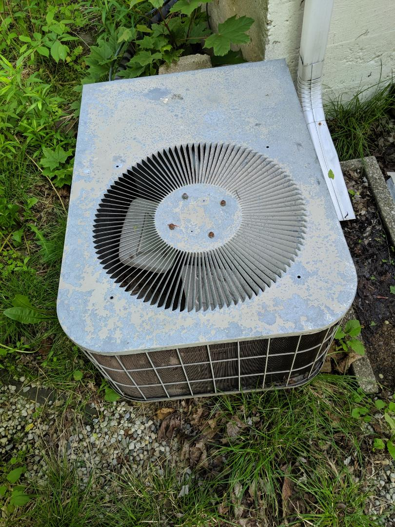 Guelph, ON - Air Conditioner evaluation call to inspect an old York air conditioner.