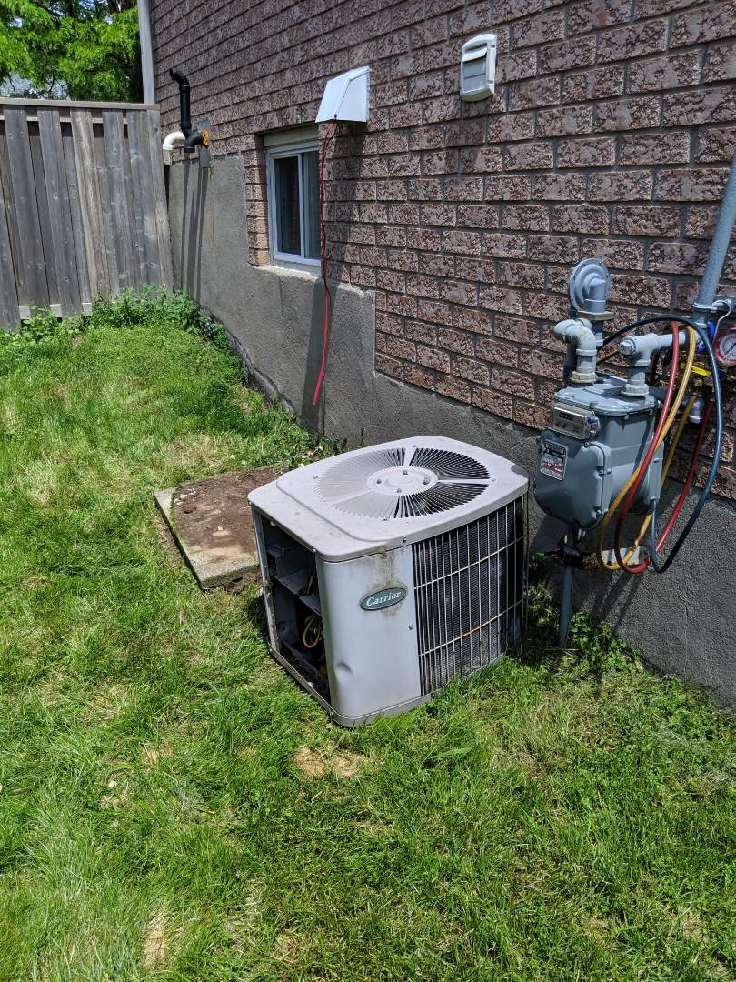 Guelph, ON - Install Day: replace old Carrier Air conditioner with new Amana 16 SEER air conditioner.