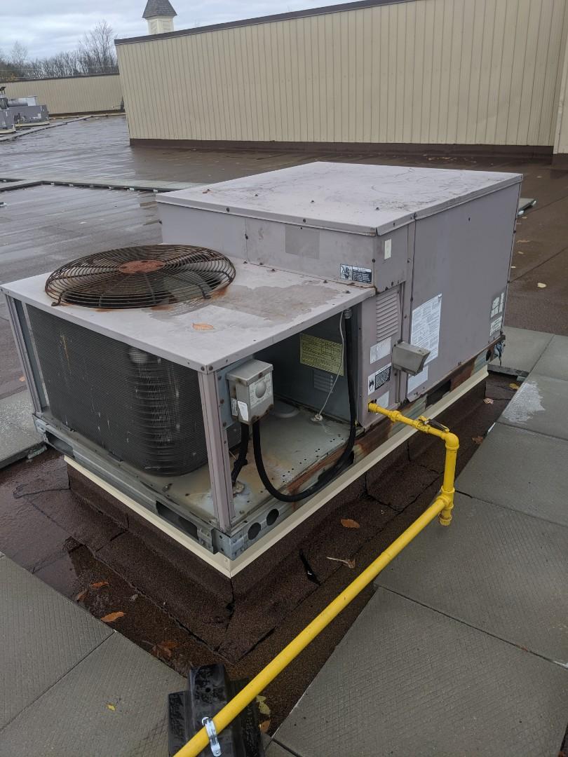 Guelph, ON - Repair Carrier Rooftop unit RTU