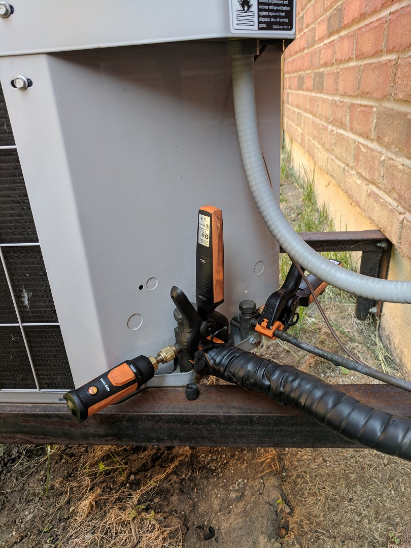 Brampton, ON - Service call to repair a Carrier air conditioner