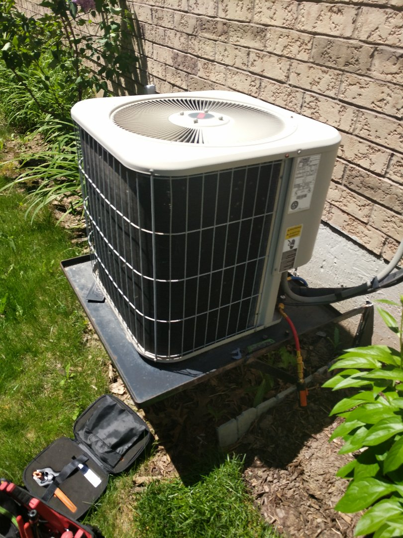 Georgetown, ON - Service Call for Lennox air conditioner repair
