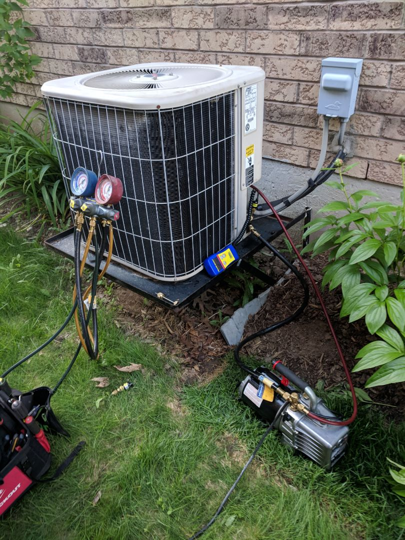 Georgetown, ON - Service Call to repair Lennox Air conditioner
