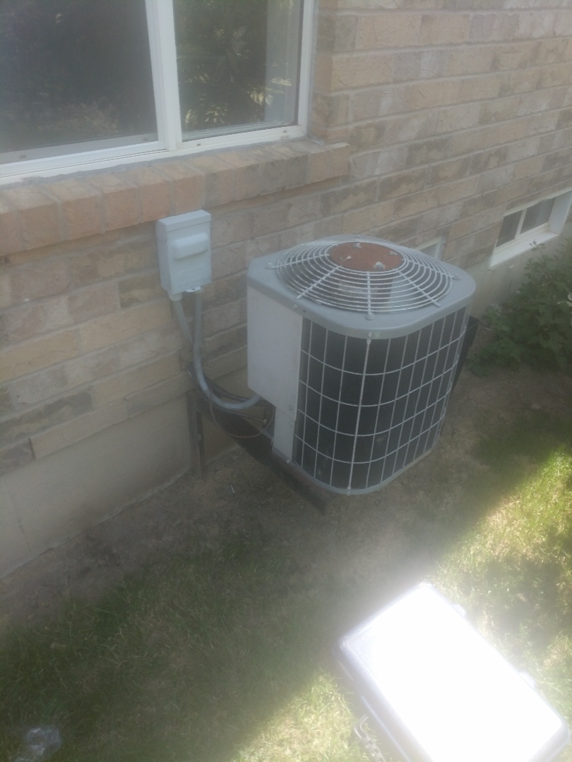 Milton, ON - Service Call to repair Carrier air conditioner