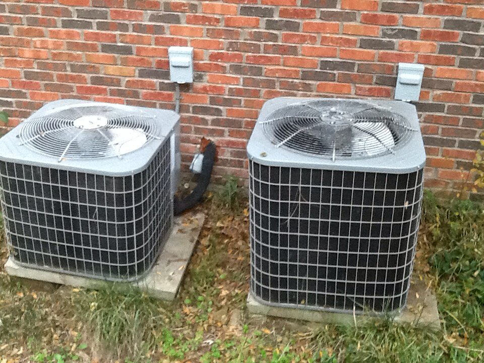 Malakoff, TX - Heating maintenance call on 4&2-ton Carrier Heatpump system.Inspected evaporator coils,blower motor&wheels,electrical wiring,duct systems,thermostats,line set,drain pain,cleared drain lines,clean condensor units and refrigerant charge on systems.Start up and check operation of systems.